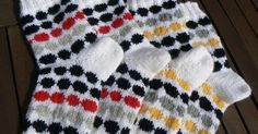 Lady in red: Marimekon räsymattosukat Yarn Projects, Knitting Projects, Projects To Try, Knitting Charts, Knitting Socks, Marimekko, Fair Isle Knitting, Lady In Red, Knit Crochet