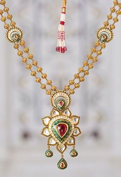 Explore a specially curated collection of jewellery, put together for the Sikh bride. Book and appointment to shop now and complete your wedding trousseau! Antique Necklace, Antique Jewelry, Gold Jewelry, Jewelry Armoire, Tanishq Jewellery, Urban Jewelry, Stylish Jewelry, Jewelry Patterns, Wholesale Jewelry