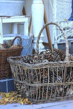 Sjarmerende jul: Tid for kongler Harvest Time, Fall Harvest, Fall Home Decor, Autumn Home, Autumn Inspiration, Garden Inspiration, Garden Ideas, Chalet Style, Conkers