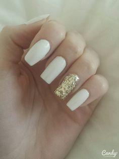 Gold glittered nails
