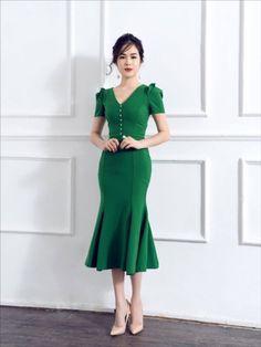 Fit and flare medium length dress Cute Dresses, Vintage Dresses, Beautiful Dresses, Casual Dresses, Dress Skirt, Dress Up, Dress Outfits, Fashion Dresses, Frack