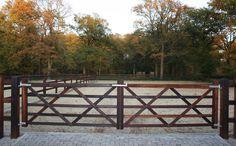 Onze Engelse poort London is leverbaar in verschillende uitvoeringen. Bekijk meer productspecificaties van deze prachtige poort.