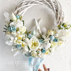 Wreath Crafts, Diy Wreath, Decor Crafts, Wedding Cake Boxes, Paste, Christmas Swags, Deco Floral, Diy Wedding Decorations, Easter Wreaths