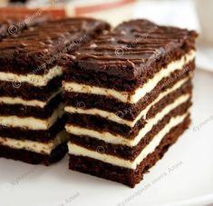 "Cake ""Spartak"" - a honey cake with custard and chocolate honey cakes. Very delicious cake! Brownie Cake, Fudge Cake, Mini Cakes, Cupcake Cakes, Sweet Recipes, Cake Recipes, Armenian Recipes, Custard Cake, Gingerbread Cake"