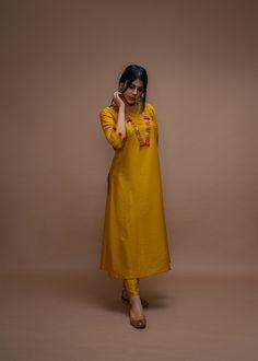 Dress Indian Style, Indian Fashion Dresses, Indian Designer Outfits, Simple Kurta Designs, Stylish Dress Designs, Pakistani Fashion Party Wear, Pakistani Dress Design, Elegant Dresses Classy, Stylish Dresses