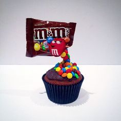 Love our cute m&m cupcakes! This creation was inspired by a birthday cake which of course I had to attempt to make in miniature, cupcake size! Very happy with the result! #lamagdalena #Cupcakes #sugarcraft #handmade #mandms #chocolate #cake #mini #birthday #floating #gravity #gravitydefying #colorful