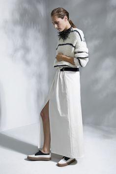 Brunello Cucinelli - Spring Summer 2016 Ready-To-Wear - Shows - Vogue. Petite Fashion, Urban Fashion, High Fashion, Runway Fashion, Spring Fashion, Fashion Outfits, Fashion 2015, Fashion Trends, Womens Fashion
