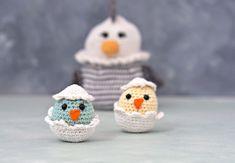 Påsken er lige om hjørnet og mangler du lidt inspiration er her en lille hæklet påske kylling. Æggeskallerne er løse og kan tages af og på efter lyst og leg. Opskriften på påskehønen findes her. Det er ikke tilladt at... Chrochet, Baby Shoes, Crochet Hats, Snacks, Christmas Ornaments, Holiday Decor, Disney Characters, Cute, Blog