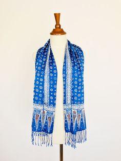 Blauwe batik zijden sjaal uit Bali - Fair.nl Fair Trade, Sweaters, Fashion, Moda, Fashion Styles, Sweater, Fashion Illustrations, Sweatshirts, Pullover Sweaters