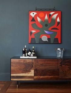 Love the red abstract painting, the dark charcoal wall, and the midcentury modern side board. Decoration Buffet, Sideboard Decor, Sideboard Cabinet, Charcoal Walls, Mid Century Sideboard, Mid Century Modern Furniture, Midcentury Modern, Interior Design Inspiration, Design Ideas
