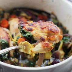 Baked Chicken with Spinach and Artichokes - it's what's for dinner! Chicken, spinach and artichokes come together in this delicious, one-pot recipe. Spinach Stuffed Chicken, Baked Chicken, Chicken Recipes, Pesto Chicken, Recipe Chicken, Real Food Recipes, Cooking Recipes, Healthy Recipes, One Pot Meals