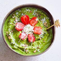 """Say Yes To Healthy on Instagram: """"Thức dậy với một tô sinh tố xanh 🍀 ⭐️ Công thức - nửa trái chuối đông lạnh 🍌 - nửa trái bơ 🥑 - 1 trái táo🍏 - 1 nắm rau chân vịt và cải…"""" Palak Paneer, Smoothie, Salsa, Mexican, Ethnic Recipes, Green, Instagram, Salsa Music, Restaurant Salsa"""