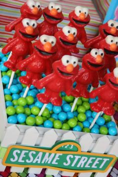 sesame-street-elmo-birthday-party-idea-how-to-pops-suckers.jpg Photo: This Photo was uploaded by kidswallcreations. Find other sesame-street-elmo-birthd. Seasame Street Party, Sesame Street Birthday, Elmo Birthday, 3rd Birthday Parties, Birthday Ideas, Birthday Stuff, Paletas Chocolate, Chocolate Pops, Chocolate Lollipops