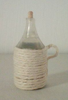 Damigiane – Carboys and demijohns – Dada's dollhouse Free To Use Images, Play Houses, Projects To Try, Basket, Home Decor, Dollhouses, Minis, Barbie, Kitchen
