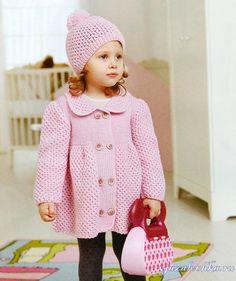 Вязаное пальто для девочки спицами в нежно розовом цвете с пышными рукавами и свободными полочками + шапочка в комплекте