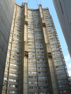 A beautiful bit of Buenos Aires brutalism...