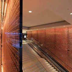 Hotel Westminster Bridge Park Plaza, em Londres, Inglaterra. Projeto de BUJ architects, Uri Blumenthal architects e Digital Space. #hotel #trip #viagem #artes #arts #art #arte #decor #decoração #architecturelover #architecture #arquitetura #design #interior #interiores #projetocompartilhar #shareproject #westminster #bridgeparkplaza #londres #london #inglaterra #england #digitalspace
