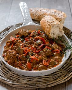 Try our Creamy Chicken Livers in a Rich Piquanté Pepper Sauce Recipe. A wonderful, easy weeknight dinner ready in 30 min! Serve with crusty bread & green salad. Sauce Recipes, Meat Recipes, Dinner Recipes, Recipies, Chicken Liver Recipes, Easy Eat, Chicken Livers, Easy Weeknight Dinners, Creamy Chicken
