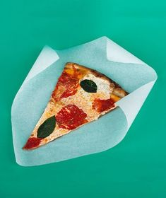 Parchment Paper as a Pizza Preserver - Help retain the crispy bottom of last night's pie by quickly microwaving leftover slices on a piece of parchment. Kitchen Items, Kitchen Hacks, Kitchen Helper, Cooking 101, New Uses, Parchment Paper, Food Hacks, Food Tips, Real Simple