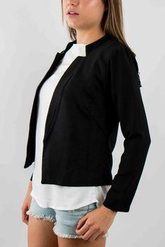 Mujer – www.urbanwear.co Blazer - Champleve @vane9329 Model @gallegoedison Photographer