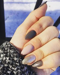 #nails #almound #glittery #gray #nude