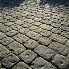 Why not use classic cobbles for your parking area, especially if you want a rustic, country style driveway. Block Paving Driveway, Driveway Design, Driveway Gate, Cobbled Driveway, Driveway Ideas, Cobblestone Paving, Porch Tile, Path Ideas, Garden Inspiration