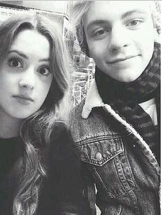 Ross Lynch & Laura Marano Aren't they a perfect couple? Austin And Ally, Blond, 10 Most Beautiful Women, Beautiful Things, Muppets Most Wanted, Disney Channel Shows, Teen Beach, Laura Marano, Ross Lynch