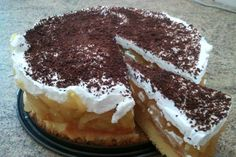 Tort racoros Ingrediente: Pentru blat: -4 oua -4 linguri de zahar -4 linguridefaina -1 praf de sare Pentru umplutura: -5-6 mere -150g zahar -2 portocale -2 pliculete gelatina -1 fiola