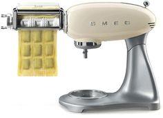 Smeg Kitchen, Kitchen Decor, Kitchen Appliances, High Tech Gadgets, Ravioli, Espresso Machine, Make It Simple, Coffee Maker, Housewife