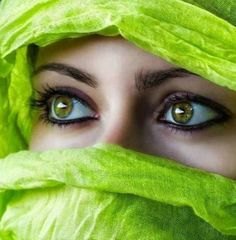 Arabic girl in beautiful green niqab with green eyes Pretty Eyes, Cool Eyes, Foto Top, Eyes Wallpaper, Beautiful Muslim Women, Stunning Eyes, Beautiful Eyes Color, Lovely Eyes, Beautiful Gorgeous