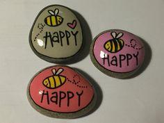 Painted pebbles, painted stones, painted rocks, be happy, bee happy Pebble Painting, Pebble Art, Stone Painting, Diy Painting, Happy Rock, Bee Happy, Rock Painting Ideas Easy, Rock Painting Designs, Paint Designs