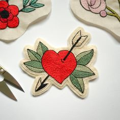 Heart With Arrow Patch, Hand Embroidery Applique, Gift for Girlfriend Embroidery Hearts, Embroidery Patches, Embroidery Applique, Cross Stitch Embroidery, Embroidery Ideas, Unique Anniversary Gifts, Floral Hoops, Heart With Arrow, Arte Popular
