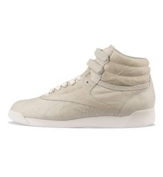 Reebok WMNS Free Style Hi Premium Lux Chalk / Chalk - Reebok The Reebok Free Style Hi Premium in white has soft leather uppers, an EVA midsole and velcro ankle straps. Free UK shipping with all shoes from 5 Pointz!