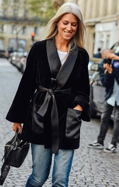 I always have a few people in mind when I am thinking of buying something. Emmanuelle Alt is one, Sarah Harris another and Vogue grandee is another one. Sarah Harris, Editor Of Vogue, Grey Hair, Fashion Books, London Fashion, Her Style, Stylish Outfits, Fashion Forward, Autumn Fashion