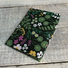 VintageFabricFinds shared a new photo on Etsy Minimalist Wallet, Pocket Cards, Business Card Holders, Green Cotton, Card Wallet, Cotton Fabric, Flower, Cute, Pattern