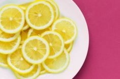Lemons are commonly the main ingredient in home remedies for skin care, but are they really effective? Find out what are the real beauty uses for lemons. Lemon Water Benefits, Lemon Health Benefits, Kombucha, Gut Inflammation, Lose Weight, Weight Loss, Sugar Detox, Home Remedies, Loosing Weight