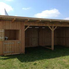 Horse Stables, Horse Barns, Horse Run In Shelter, Horse Barn Plans, Barn Shop, Horses And Dogs, Hobby Farms, Farm Life, Farm Animals