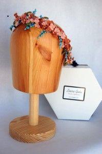 Media tiara de flores de colores de porcelana Luisa Gala