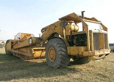 International Harvester introduced its model 295 Payscraper to replace the former model which had been a good seller for International. International Tractors, International Harvester, Earth Moving Equipment, Heavy Equipment, Apron, Monster Trucks, Cable, Activities, Type