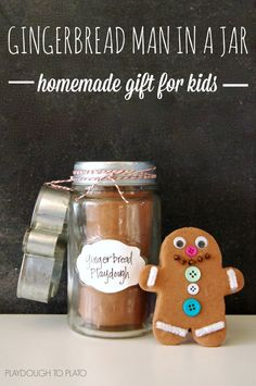Awesome Christmas gift for kids! Make a gingerbread man kit in a jar. Clever homemade gift idea.