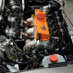Beautiful!! Mini Cooper Classic, Classic Mini, Classic Cars, Fiat 500, Mini Coper, Austin Healey Sprite, Mini Cooper Clubman, Mini Drawings, New Engine