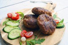 Zelfgemaakte hamburgers Bbq Hamburgers, Baked Potato, Buffet, Steak, Bacon, Ethnic Recipes, Om, French Fries, Steaks