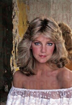 Find this Pin and more on hair by Heather Locklear Beautiful Celebrities, Beautiful Actresses, Heather Locklear, Heather Morris, 80s Hair, Feathered Hairstyles, Face Hair, Simply Beautiful, Celebrity Photos