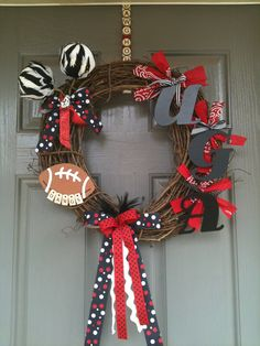 UGA wreath -am sure you could substitute colors/stuff on it for Grayson or any other school. Crafty and cute! Home Crafts, Fun Crafts, Crafts For Kids, Arts And Crafts, Georgia Wreaths, Football Wreath, Football Crafts, Craft Projects, Projects To Try