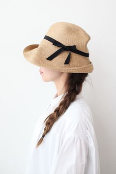 Cute hat... This reminds me of Anne of Green Gables.