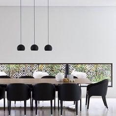 Beautifully balanced monochrome by architect Rob Mills - ever inspired by the equal power and elegance of classic black and white #styling #interiordesign #interiorstyling #architecture #homeinspo #blackandwhite #robmillsarchitecture Reposted Via @thestyledept_