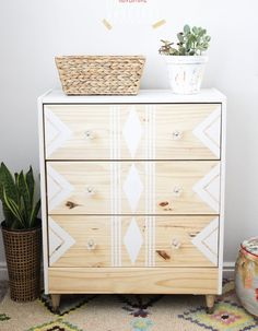 This Rast dresser is sold at a ridiculous price at Ikea: These 14 . - Home Decor -DIY - IKEA- Before After Furniture Projects, Diy Furniture, Bedroom Furniture, White Furniture, Furniture Dolly, Furniture Stores, Furniture Design, Dresser Furniture, Wood Dresser