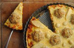 "Tarta ""mielone i marchewka z groszkiem"" *** Polish traditional dish - meatballs with green peas and carrots - served as a tart"