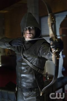 "Arrow  ""Pilot""  Image AR101d-0117  Pictured: Stephen Amell as Oliver Queen  Photo: Jack Rowand/The CW  © 2012 The CW Network. All Rights Reserved"