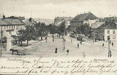 Sør-Trøndelag fylke Trondheim  TRONDHJEM. Munkegaden. Trikker, hestekjerre og folk. Butikker og Cafe. Bl a Trygve Rønning Brukt 1905. Utg Werner
